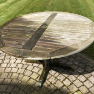 Groene aanslag op je houten tuinmeubels? Zo maak je ze weer spic en span